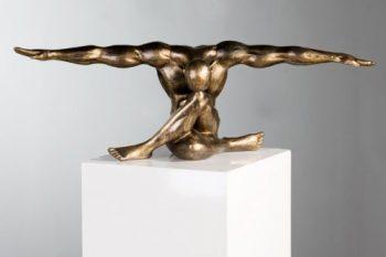 Edle-Skulptur-Cliffhanger-im-Bronzefinish-Kunstobjekt-Figur-0