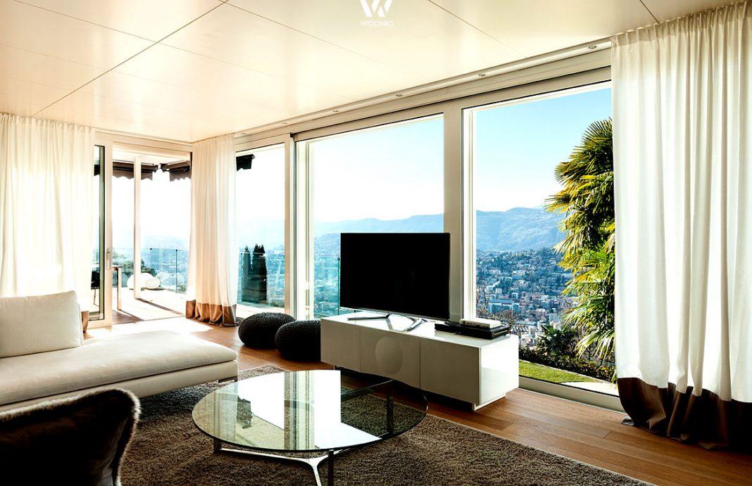der fernseher zum fenster hin ist besonders an sonnigen. Black Bedroom Furniture Sets. Home Design Ideas