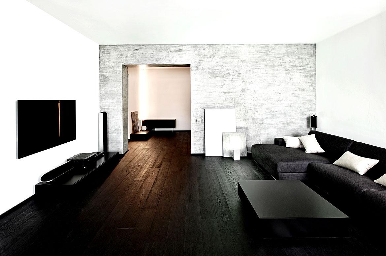Dunkle Möbel in einem hellen Wohnzimmer wirken extrem modern - Wohnidee by WOONIO