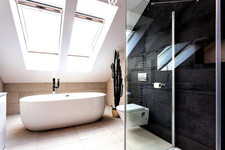 die freistehende badewanne zusammen mit der schieferwand sind absolute hingucker wohnidee by. Black Bedroom Furniture Sets. Home Design Ideas
