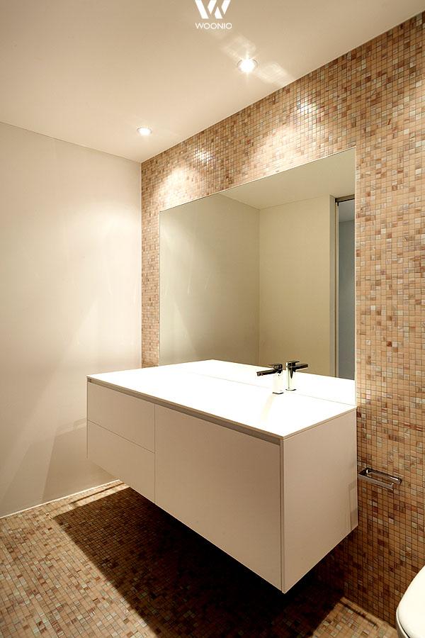 Bei diesem badezimmer liegt der fokus ganz klar auf den for Wohnideen badezimmer