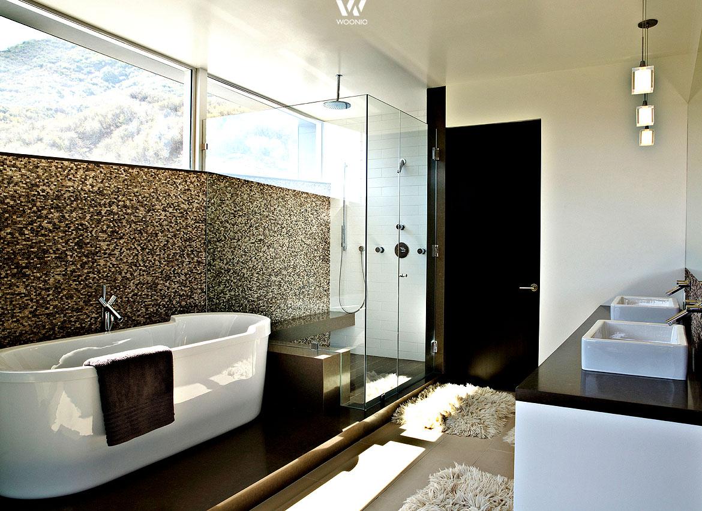 Spannend dekorative einzelne Wände trennen Bereiche im Bad ab ...