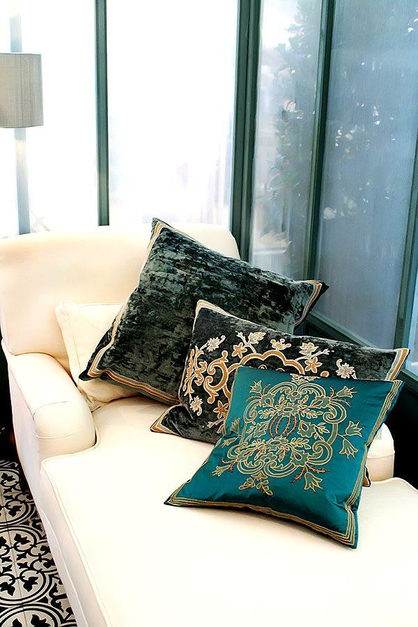 orientalische muster auf dekokissen bringen flair in die wohnung wohnidee by woonio. Black Bedroom Furniture Sets. Home Design Ideas
