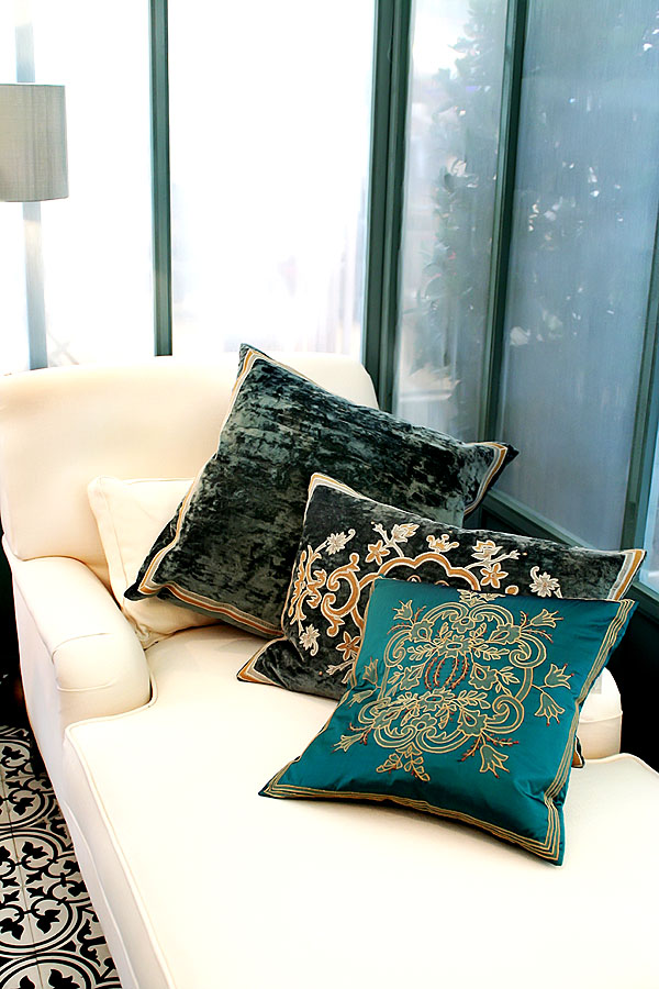 orientalische muster auf dekokissen bringen flair in die wohnung wohnidee by woonio. Black Bedroom Furniture Sets. Home Design Ideas