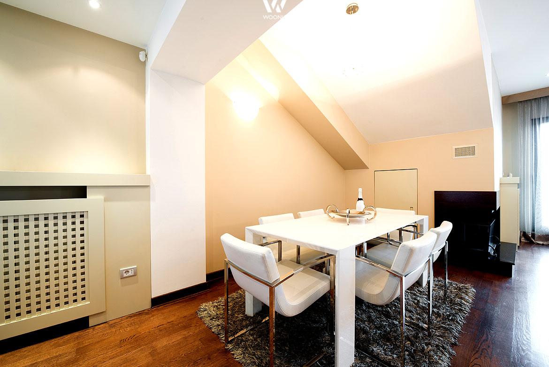 Helle Esszimmermöbel lassen auch kleine Räume größer erscheinen ...