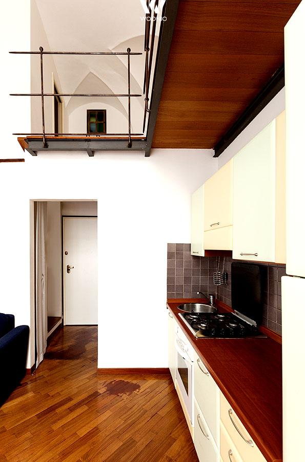 Ein leichtes zartes Beige wertet auch einfache Küchen auf - Wohnidee by WOONIO