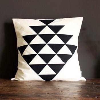 Kissen-Dreiecke-geometrisches-Design-Handarbeit-Biobaumwolle-0