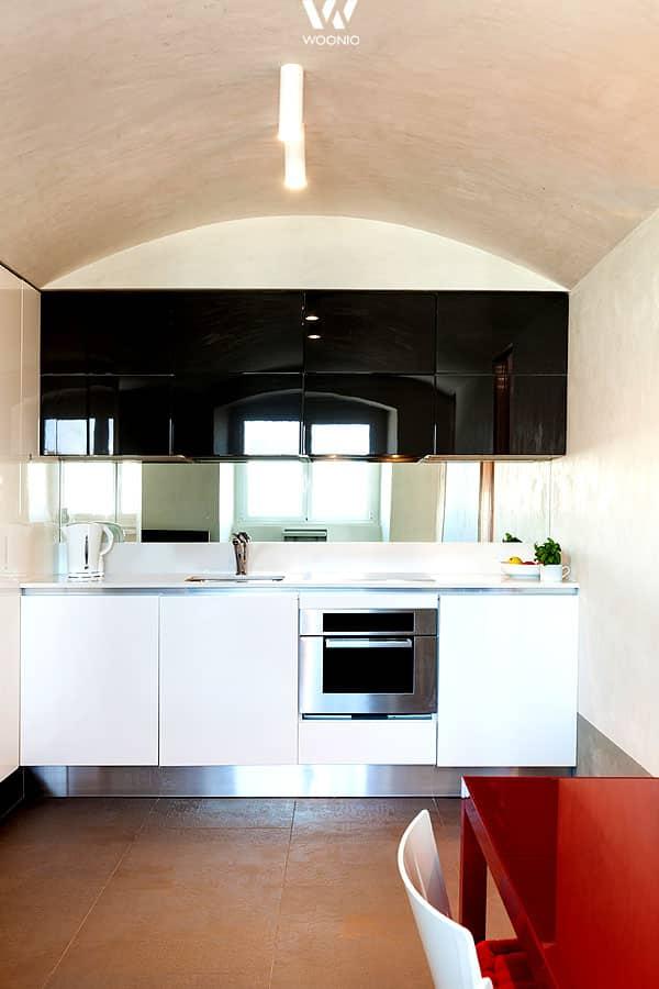 farben sind dazu da um mit ihnen zu spielen hier erg nzen sich rot wei und schwarz perfekt. Black Bedroom Furniture Sets. Home Design Ideas