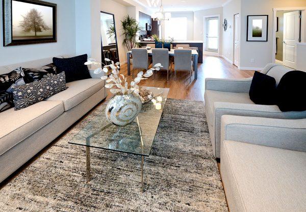 Bon Vasen, Bilder Und Schalen Gehören Zum Standard Im Wohnzimmer