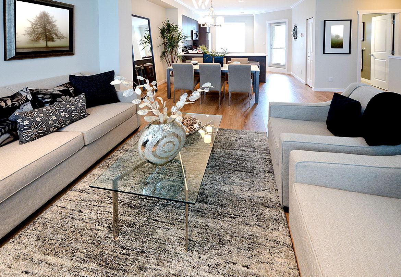 vasen bilder und schalen geh ren zum standard im wohnzimmer wohnidee by woonio. Black Bedroom Furniture Sets. Home Design Ideas