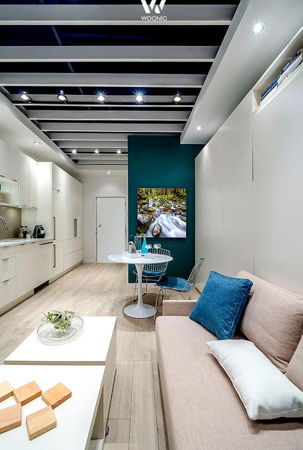 Farbakzente wie Blau machen das Wohnzimmer frisch - Wohnidee by WOONIO