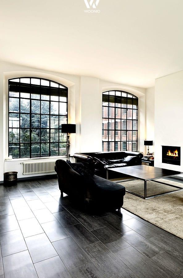 mit viel licht im wohnzimmer lassen sich besonders dunkle m bel sehr gut einsetzen wohnidee by. Black Bedroom Furniture Sets. Home Design Ideas