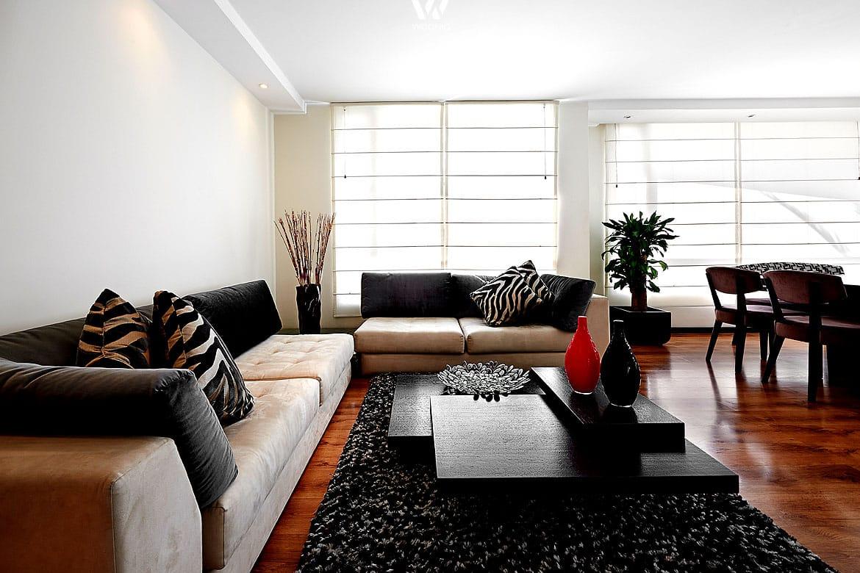 ein teppichboden im wohnzimmer sch tzt das teure parkett vor kratzern wohnidee by woonio. Black Bedroom Furniture Sets. Home Design Ideas