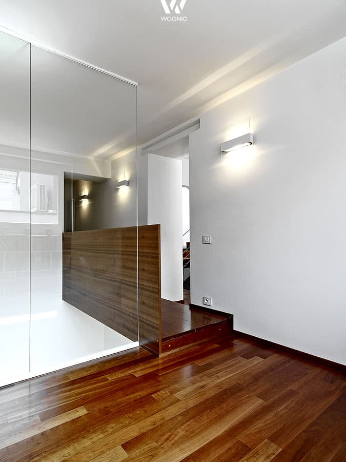 glasfronten machen die gesamte wohnung modern und offen. Black Bedroom Furniture Sets. Home Design Ideas
