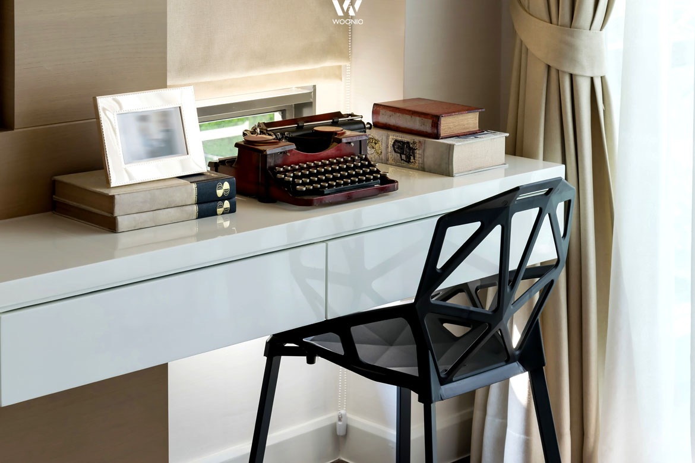 Auch begrenzter Raum kann für eine kleine Arbeitsecke genutzt werden ...