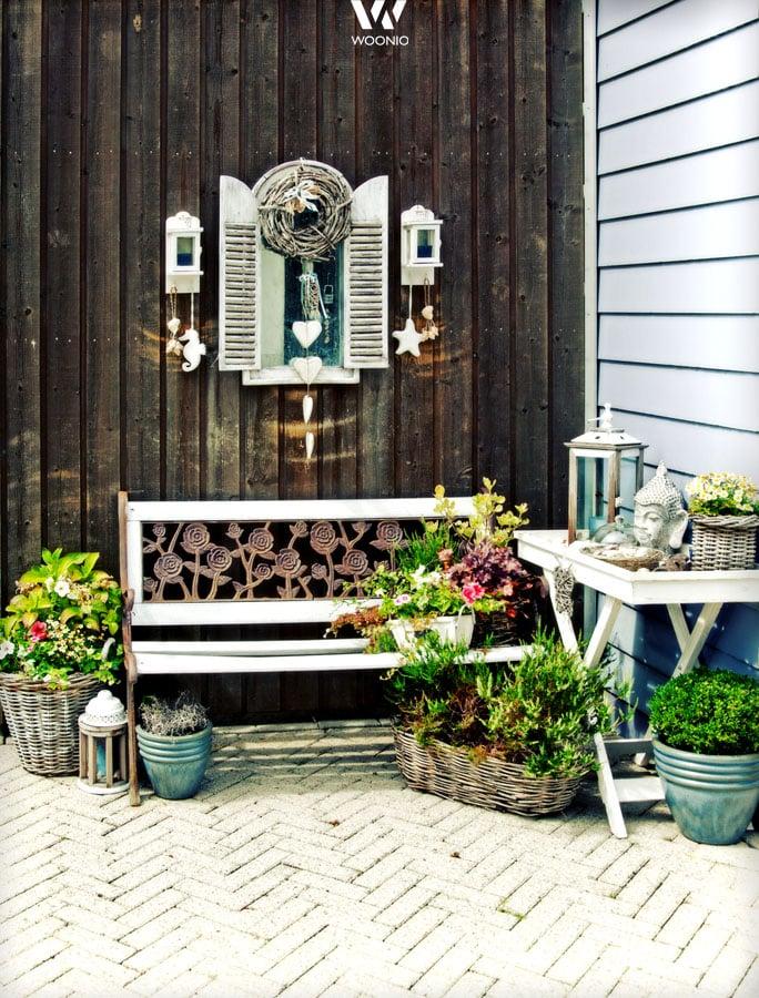 Kleine urige deko elemente machen diese gartengestaltung so sch n wohnidee by woonio - Gartengestaltung gunstig ...