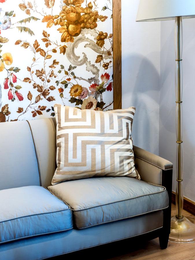das spiel mit dekorativen mustern ob an der wand oder auf dem sofa wohnidee by woonio. Black Bedroom Furniture Sets. Home Design Ideas