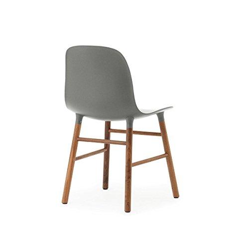 Normann form stuhl gestell walnuss grau gestell walnuss for Stuhl plastik holzbeine