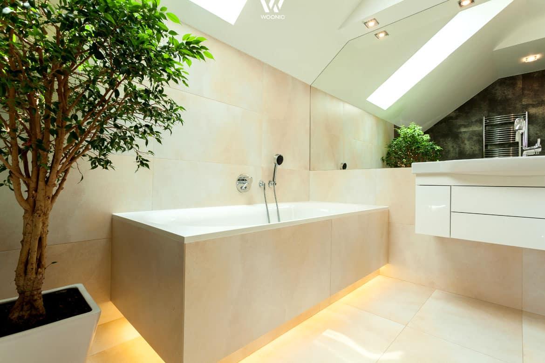 besonders abends wirkt diese indirekte beleuchtung unter der badewanne noch ent spannender. Black Bedroom Furniture Sets. Home Design Ideas
