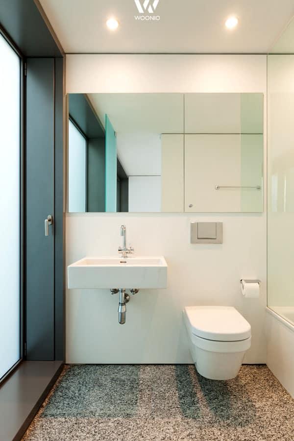 einfach und auf das wichtigste reduziertes badezimmer wohnidee by woonio. Black Bedroom Furniture Sets. Home Design Ideas