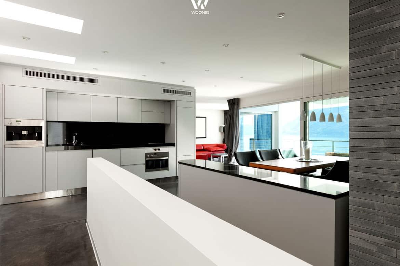 die fronten in leichtem grau sind pflegeleichter als pures. Black Bedroom Furniture Sets. Home Design Ideas