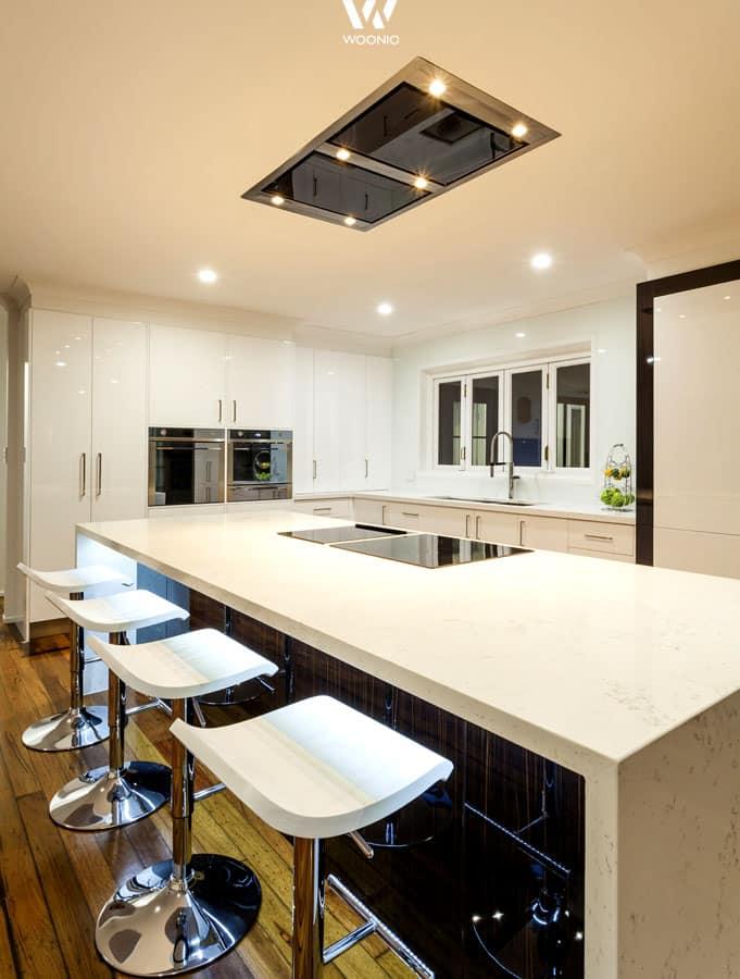 besonders edel auch das leicht bl uliche indirekte licht. Black Bedroom Furniture Sets. Home Design Ideas