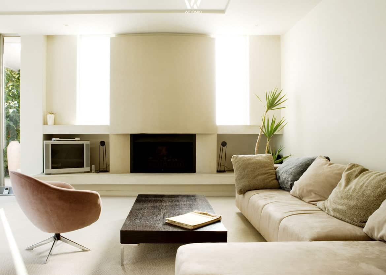 die gem tliche gepolsterte und mit kissen geschm ckte couch ist das herz eines jeden wohnzimmers. Black Bedroom Furniture Sets. Home Design Ideas