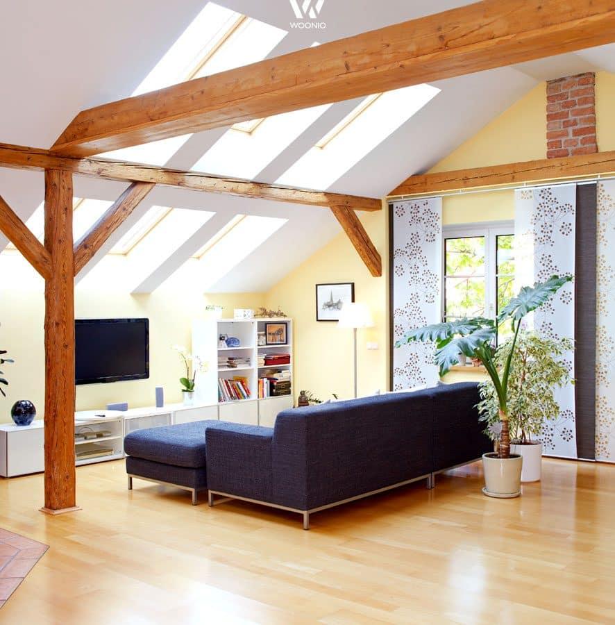 einfaches gemütliches wohnzimmer mit tollen holzbalken - wohnidee, Wohnzimmer