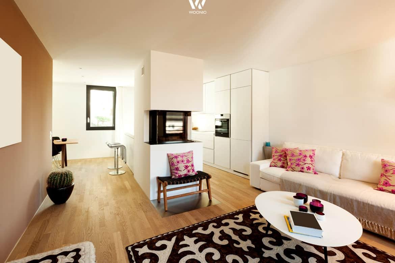 dezenter wohnraum der durch die blumige dekoration gem tlich wird wohnidee by woonio. Black Bedroom Furniture Sets. Home Design Ideas