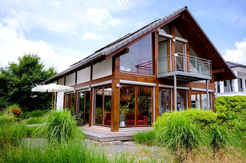 Malerisches einfamilienhaus im leckeren schokoladenton for Fertighaus modern