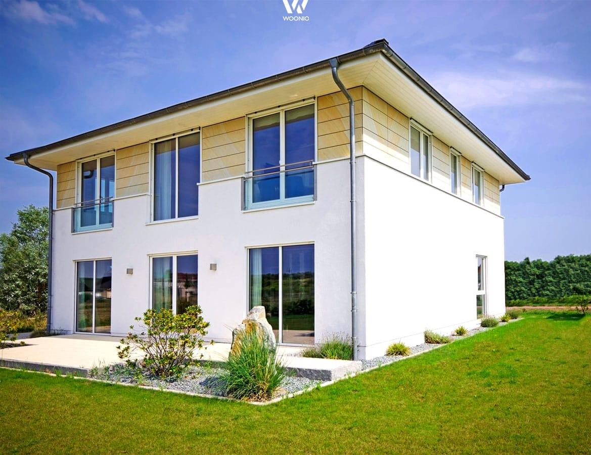 Bodennahe Fenster machen dieses Haus auch von Innen zu einem Traum ...