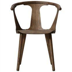 AndTradition-In-Between-Chair-SK1-Stuhl-eiche-gelt-und-geruchert-0