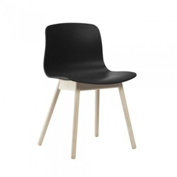 HAY-About-a-Chair-12-Stuhl-schwarz-Gestell-Eiche-geseift-mit-Kunststoffgleitern-0