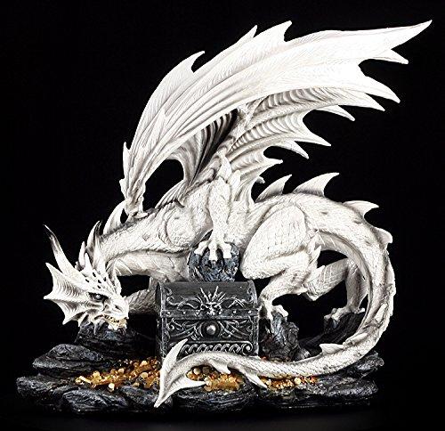 Groe-weie-Drachen-Figur-bewacht-Schatztruhe-0