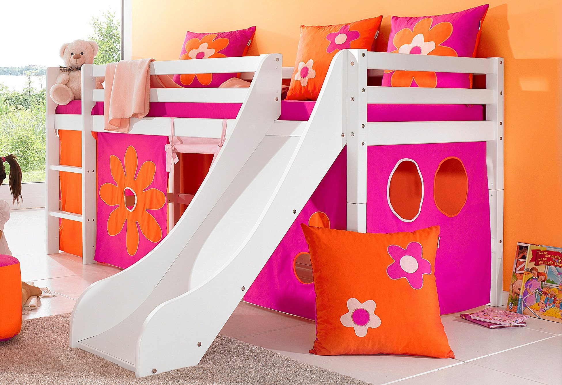 hoppekids halbhohes bett inkl rutsche mit absturzschutzseiten flowerpower bunt bett mit. Black Bedroom Furniture Sets. Home Design Ideas