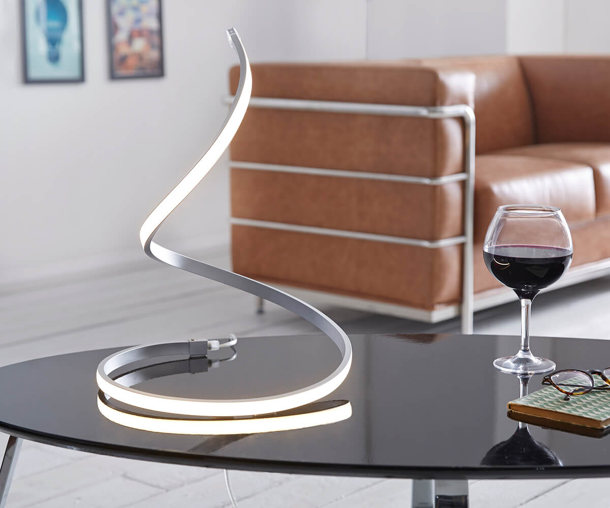 delife led tischleuchte flamina silber warmweiss 17 watt aluminium tischleuchten 10493 online. Black Bedroom Furniture Sets. Home Design Ideas