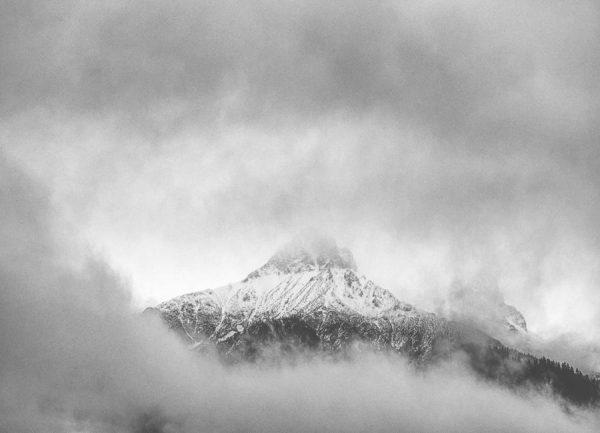 Peak in the Clouds Leinwandbild