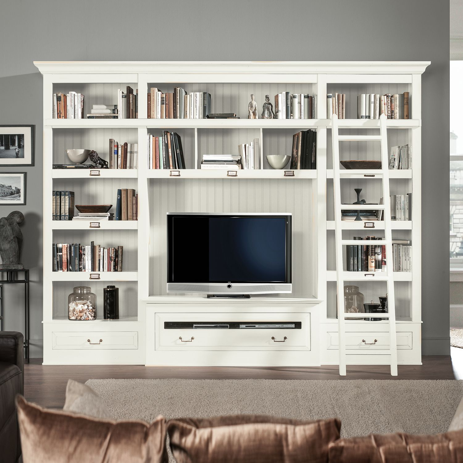 tv wand azjana i pinie teilmassiv pinie wei lackiert mit leiter maison belfort online. Black Bedroom Furniture Sets. Home Design Ideas