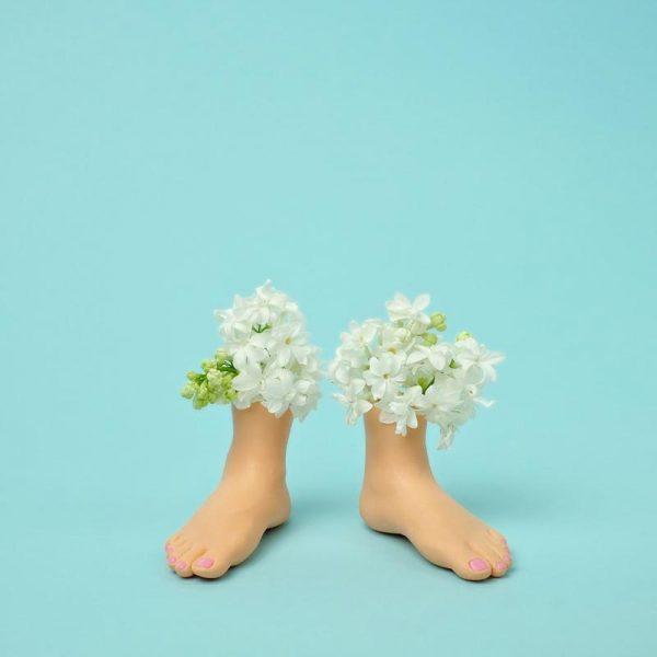 Feet Vase Lilacs Leinwandbild