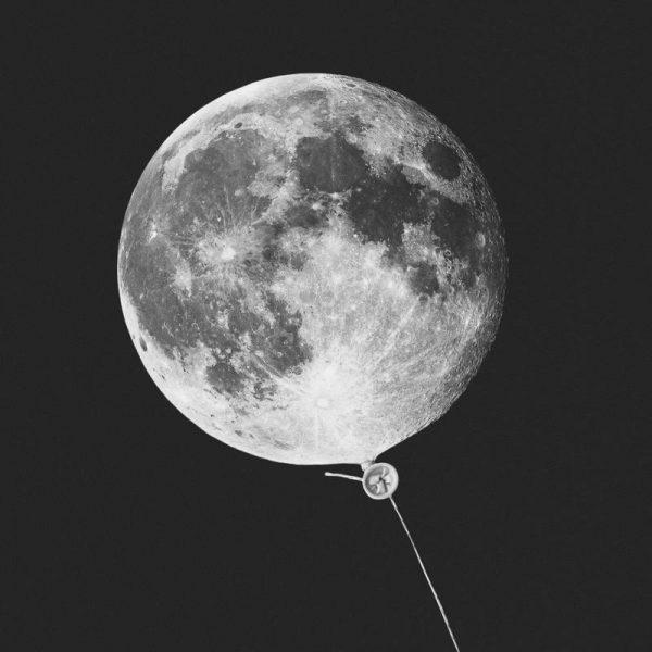 Moon Baloon Leinwandbild