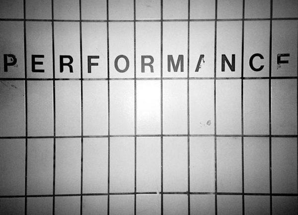 Performance black & white Leinwandbild