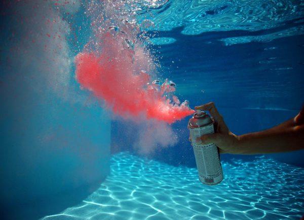 Red Spray Leinwandbild