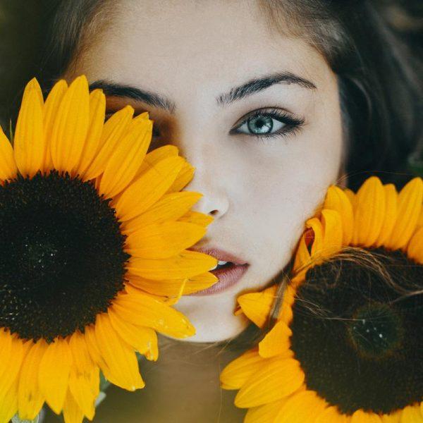 Sunflower Girl Leinwandbild