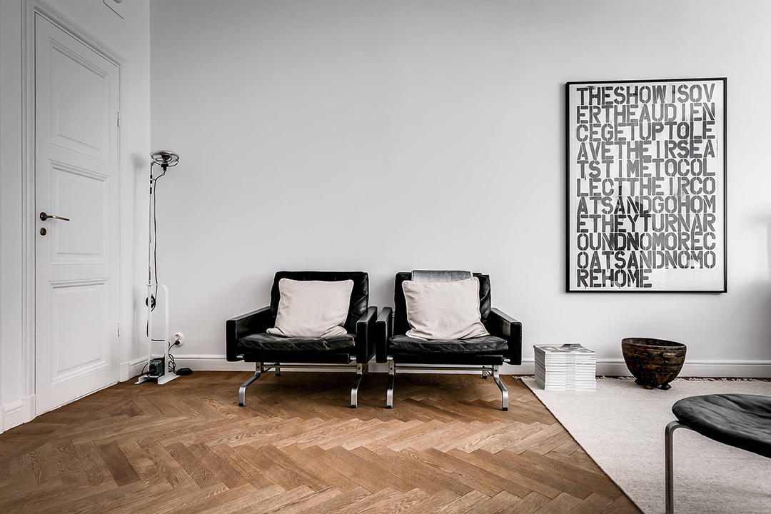 an art collectors simple home wohnidee by woonio. Black Bedroom Furniture Sets. Home Design Ideas